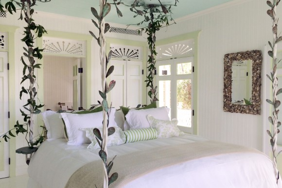 Each bedroom has a unique character. Custom-made creeping vine trellis beds and extra soft Bellino linens and Frette Towels. Our default is 100% down but if you prefer synthetic pillows and duvets we are happy to substitute.
